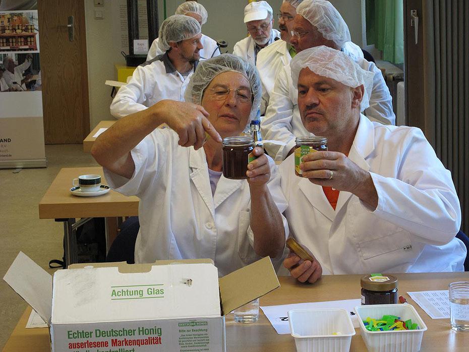 385 Honige wurden bei der Prämierung des Imkerverbands Rheinland eingereicht. Acht Imker aus dem Kreis Trier-Saarburg wurden ausgezeichnet. Quelle: Volksfreund